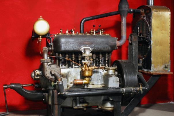 Foto eines Breuer Vierzylindermotors