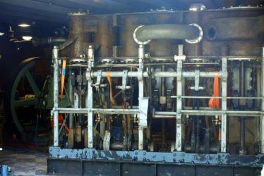 Dampfmaschine kommt in die Halle