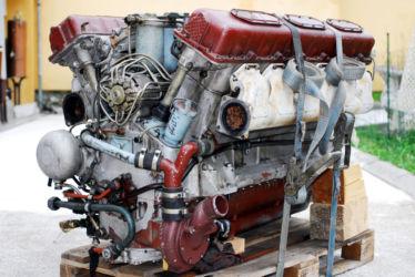 Panzermotor bei Anlieferung